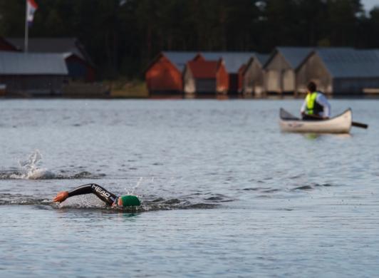 Simning och paddling i havet vid Strandby och Käringsund