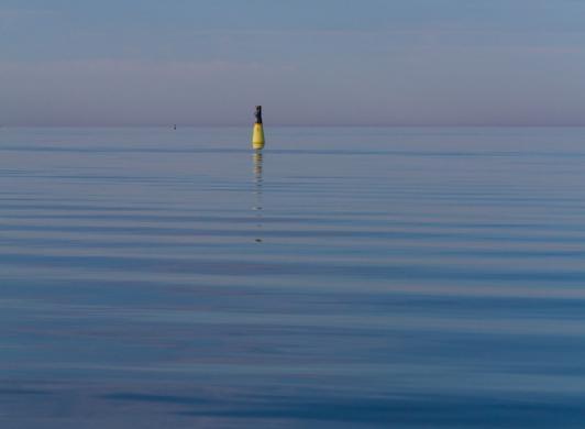 Det oändliga havet väster om Strandby och Käringsund
