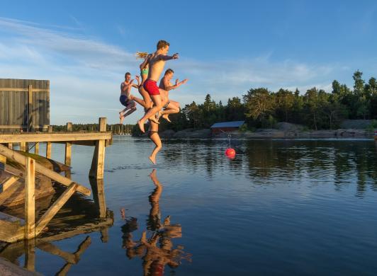 Sol och bad och dopp i havet vid Strandby och Käringsund