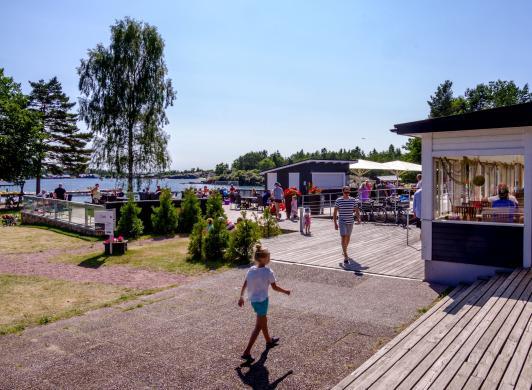 Poolområdet vid Käringsund Resort & Conference