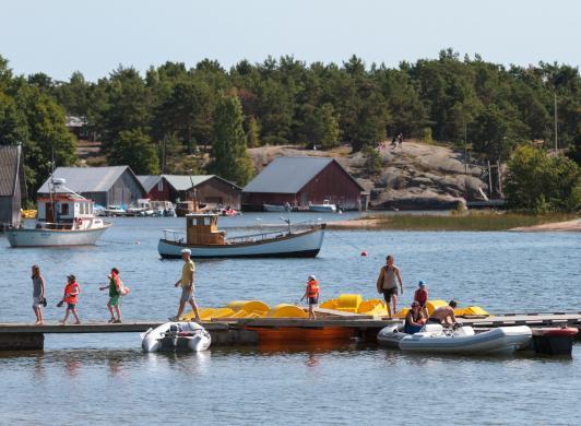 Brygga vid stranden vid Käringsund Resort & Conference