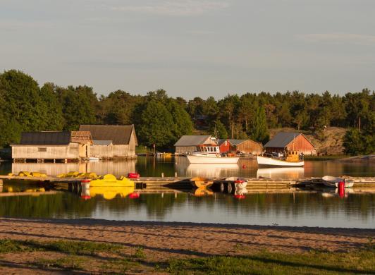 Utsikt över fiskeläget i Käringsund
