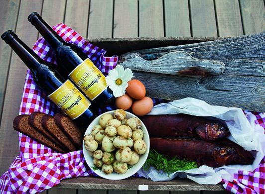 Sommarmat från Åland med öl från Stallhagen, bild från Visit Åland/Tiina Tahvanainen